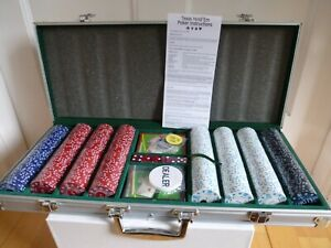 Texas Hold'Em Poker Set 500 Piece Chips Cards Dice Deck in Silver Display Case
