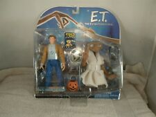 2001 E.T. THE EXTRA-TERRESTRIAL INTERACTIVE TOY E.T. & KEYMAN ACTION FIGURE