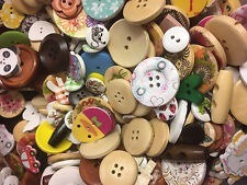 75g Randomly mixed wooden Craft Sewing buttons 11mm - 45mm Inc. Toggles, flowers
