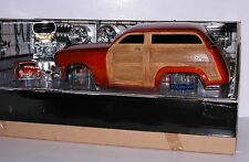 Build It Kit by Muscle Machines 1950 Ford Woody 50 Station Wagon 1:18 + 1:64