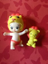 TWOZIES SEASON 1~Common GIRL Yellow Baby & Pet LION Lucy & Letti Pair Moose Toy