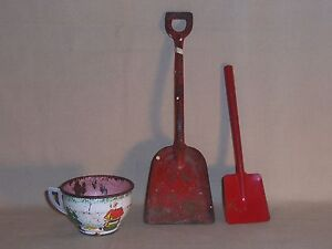 Vintage Ohio Art Co miniture cup wishing well scene & 2 red Toy Metal Shovels