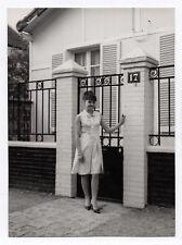 PHOTO ANCIENNE MODE FASHION Femme Maison Numéro N°17 vers 1960 Robe Coiffure