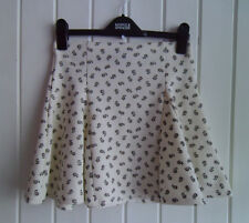 BNWOT - CUTE FLIPPY CREAM MINISKIRT WITH LITTLE FLOWERS BY TOPSHOP - SIZE 8