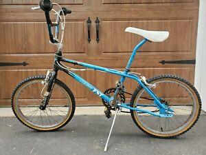 """Old school BMX HARO noir avec bleu plaque minéralogique Stade numéros # 2 new old stock 7/"""" GT"""