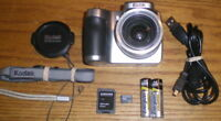 Kodak EasyShare Z740 5.0 MP 10x Optical Zoom Lens Silver UVGC Guarantee Bundle
