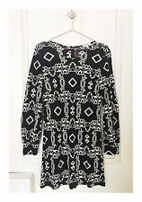 Women's Designer Nieves Lavi New York Long Sleeve Silk Pattern Dress Size 8
