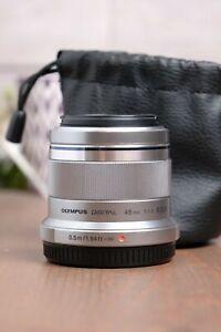 Olympus M.Zuiko Digital 45mm f/1.8 Lens (Silver) with Both Caps
