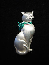 """JJ"" Jonette Jewelry Silver Pewter 'GREEN Ribbon HOLIDAY Cat' Pin"