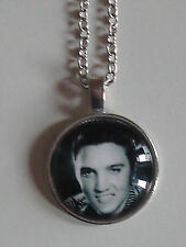 Cabochon Elvis Presley noir et blanc + chaîne couleur argent