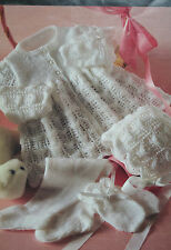Baby's Abrigo/Chaqueta público, Leggings, Sombrero y Mitones Tejer patrón BP103