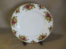 ROYAL ALBERT OLD COUNTRY ROSES BONE CHINA DINNER PLATE IN EXCELLENT CONDITION