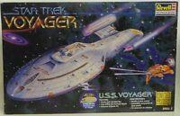 STAR TREK VOYAGER : U.S.S. VOYAGER NCC-74656 1997 REVELL MODEL KIT  (DJ) (XP)