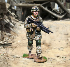 THE COLLECTORS SHOWCASE MODERN WARFARE CS00933 U.S. MARINE ADVANCING MIB