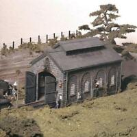 Ratio - 522 - OO Gauge Engine Shed inc. Hut (176mm x 90mm x 120mm)