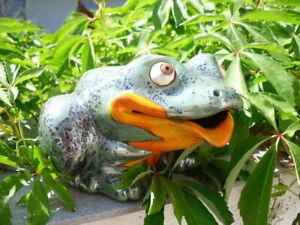 Frosch aus Keramik, frostsicher Unikat, Wasserspeier Gartendeko