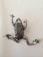 C11 Leaping Frog Fine English Pewter Bird Pin Badge