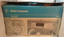 BOXED GE kitchen companion Spacemaker AM/FM Stereo Under Cabinet KITCHEN RADIO