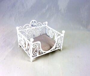 Dollhouse Fancy Miniature White Pet Bed, Square, EIWF412