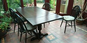 dark wood extendable dinning table and 4 chairs plus 2 carvers. labelled Jaycee.