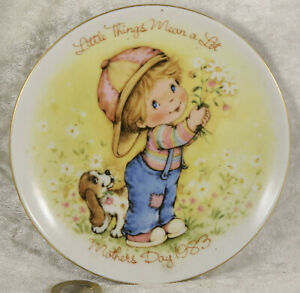 Avon Mothers Day 1983 pin tray with Basset hound  collectable item