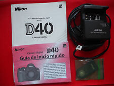 Conjunto de diferentes elementos de camara reflex Nikon D-40