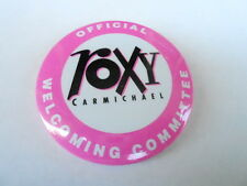 VINTAGE PINBACK BUTTON #77- 034 - OFFICAL ROXY CARMICHAEL WELCOMING COMMITTEE