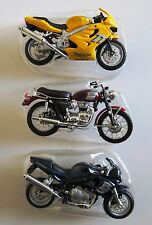 Lot de 3 miniatures motos neuves TRIUMPH 1/18 MAISTO