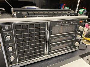 Grundig Satellit 2100 vintage transister radio world receiver SW MW LW FM