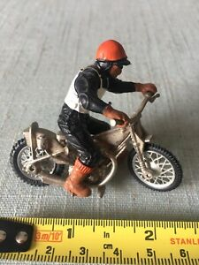 Vintage BRITAINS 'SPEEDWAY' Racer & MOTORCYCLE/BIKE. Red Hat Rider 1:32 VGC