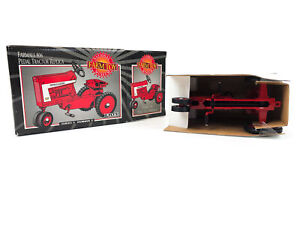 ERTL Farmall 806 Pedal Tractor Replica National Farm Toy Museum 1998 1/6 Scale