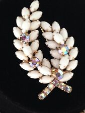JULIANA WHITE MILK GLASS NAVETTE STONES VINTAGE BROOCH GOLD PLATE SO UNIQUE RARE