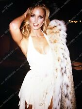 8b20-18071 Heather Thomas out and about 8b20-18071