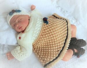KNITTING PATTERN 82 TO MAKE CHRISTMAS PUDDING BABY GIRL REBORN DOLLS DRESS SET