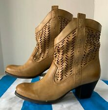 Womens Style & Co. Tan Heeled Dylan Short Cowboy Boots Size 9.5