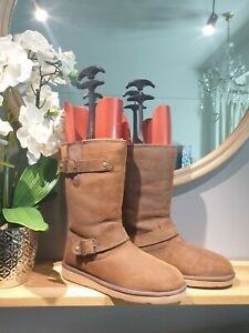 GORGEOUS UGG SUTTER IN TOAST SIZE 7.5  UK size. . SO COSY! WATERPROOF!!RRP 249