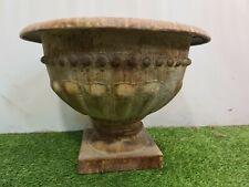 vase médicis en fer patiné / décoration de jardin