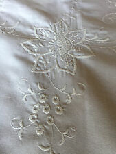 Vintage Tablecloth White on White Embroidered Floral 66 x 33 Oval SIX Napkins