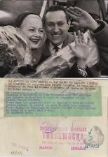 Olivia de Havilland. Fotografía de la artista de cine con su prometido