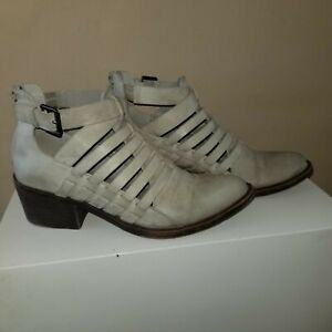 Very Volatile 9 Taupe Faux Leather Zip Back Shoe * Great transition into Spring