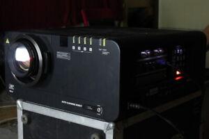 Panasonic PT-D10000E 3-DLP Event-Beamer Projector 10000lm Light HDMI