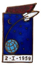 RUSSIAN ENAMEL PIN LUNA I LAUNCHED ON 1/2/1959 1ST MAN MADE CRAFT TO ORBIT SUN