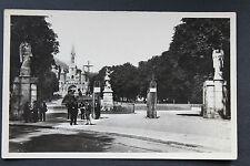 Carte postale ancienne CPA animée LOURDES - Entrée de l'Esplanade