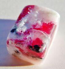 TUGTUPIT aus Grönland - fluoreszierend - Rentierstein Mineral Heilstein