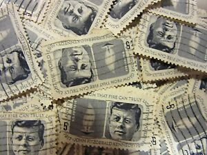 Old US postage stamp lots Kennedy Memorial 1964 CV $25.00 Scott 1246 - 100 pack