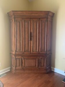 Vintage Hooker Furniture Co French Provincial-style Corner Armoire or Entertainm