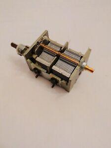 Condensateur variable 2 x 320pF ou 640 pF 3 tours axe 4 Nos (depC15h4)