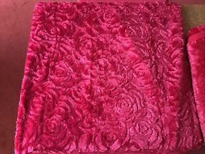 Pair of Red Rose throws Brand New Just No Packaging.size 185cm/130cm.