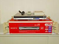 Sony RDR-HX725 DVD-Recorder / 160GB HDD in OVP, Silber, FB und BDA, 2J. Garantie