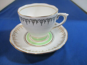 ROSLYN BONE CHINA ENGLAND 8063 TEA CUP AND SAUCER